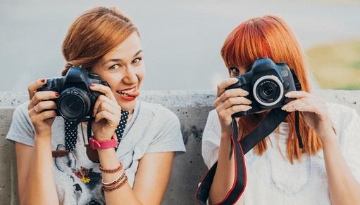 девушки фотографы веселье